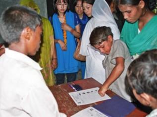 子どもたち自身が投票して子ども村議員を決めます