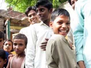 村へ訪問したACEを笑顔で迎えてくれました