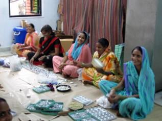 タラ・プロジェクトの女性たちの作業風景