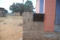 建設中の学校の塀(スラジプラ村)
