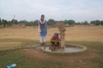 設置されたハンドポンプ(スラジプラ村)