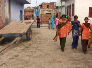 サッカーボール縫いが盛んだったポーリ村の様子