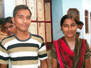 子ども村議会メンバーだった ブベシュ君(左)とレシュマちゃん(右)