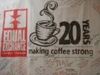 世界中の協同組合が20周年を祝ったサイン