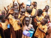 カカオ生産地域の子どもを支援し、児童労働のないカカオ調達を