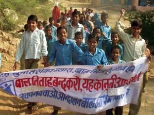 支援を通じて子どもたち自身が児童労働の問題に立ち向かうようになりました