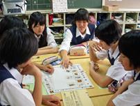 クラス単位でのワークショップ形式や学年単位での講演など承っています