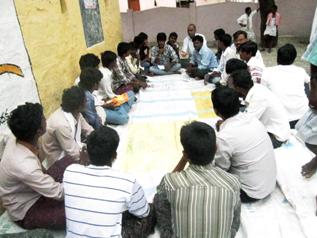 農民や青年グループのミーティング