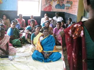 女性グループのミーティング風景