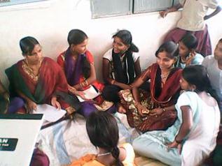 女の子グループのミーティングの様子
