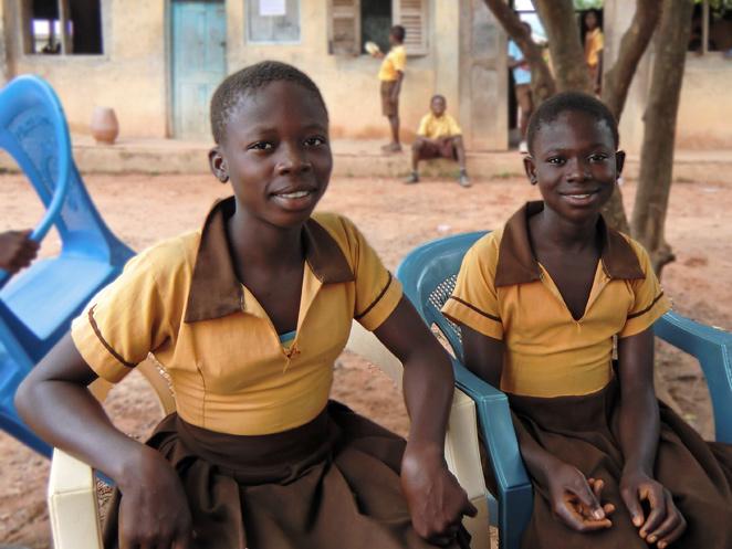 姉妹で学校へ通い始めたアジョアちゃんとアフィアちゃん