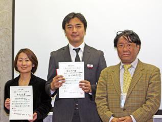 最終プレゼンを行ったACE事務局長の白木(左)と、森永製菓の八木様(中央)