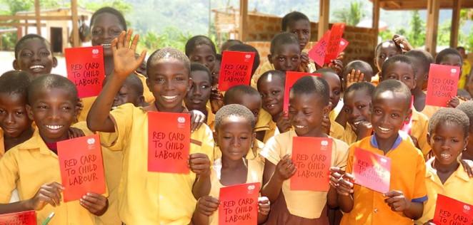 ACEが支援するガーナの子どもたちが「レッドカードキャンペーン」に賛同してくれました