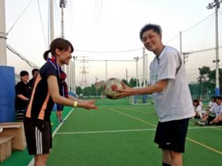 試合球で使用したフェアトレードボールを景品として参加者へ授与
