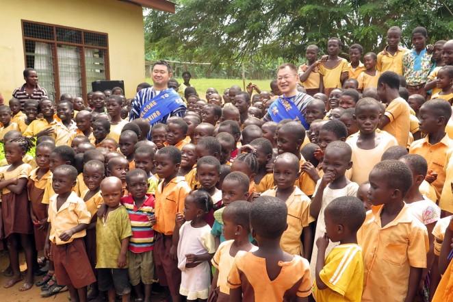 支援者の貴志さんと、ガーナの村を訪ねてきました