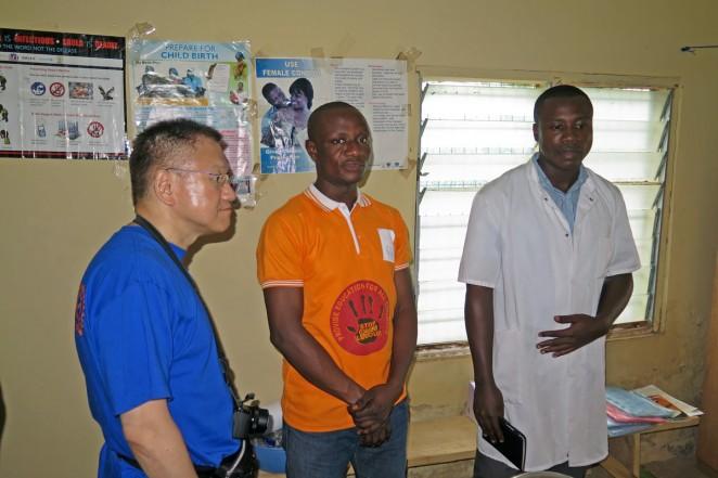 現地の医療従事者たちが診療所を案内してくれました