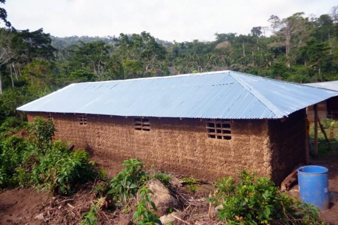 完成したカロンゴ村の教員住宅