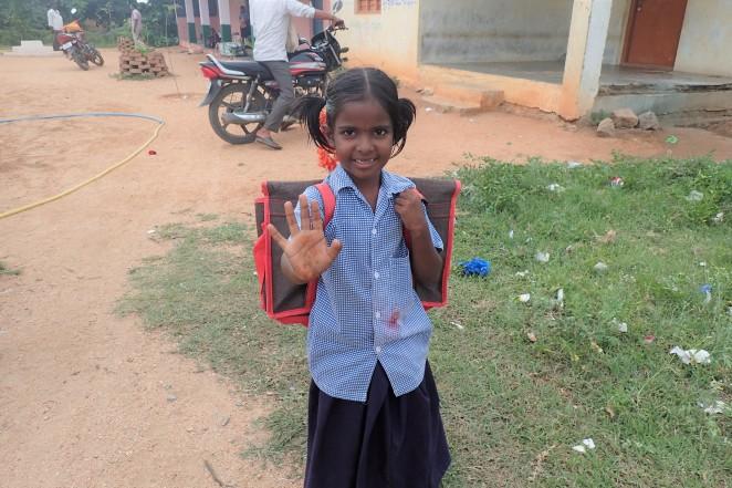 学校から家に帰る途中の子ども