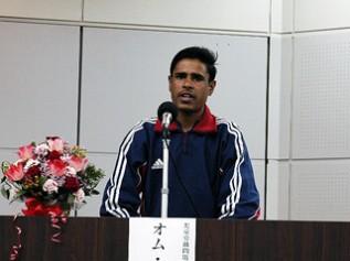2005年に来日しシンポジウムで講演する元児童労働者のオムくん