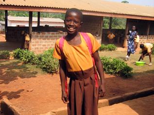 村の学校に通い始めたパトリシアちゃん