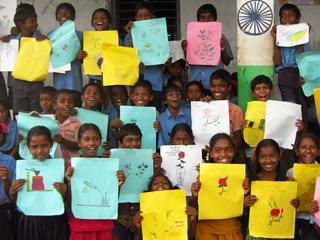インドの子どもたちに絵を描いてもらいました