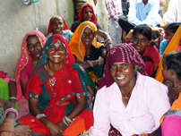 村で組織された女性グループのメンバーたち