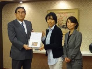 ACEから感謝状を森永製菓矢田社長に手渡してきました