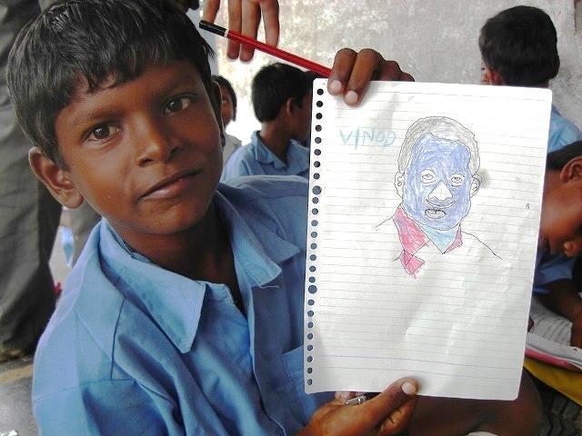 「好きなモノを描いて」とお願いしたら、インドの俳優の顔を描いてくれました