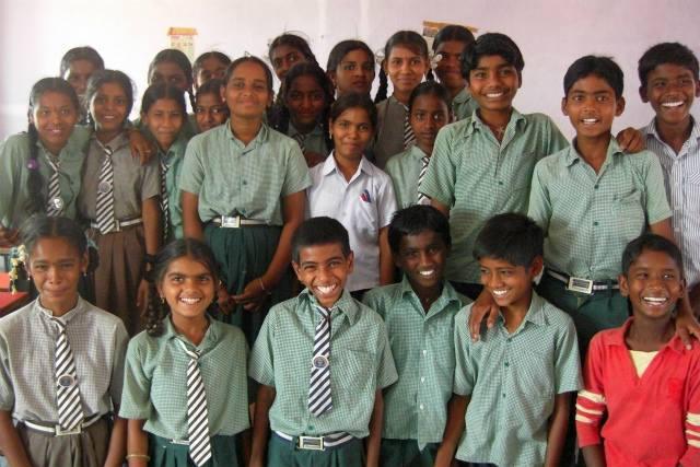 2014年4月、ラクシュミちゃんと同級生の子どもたち