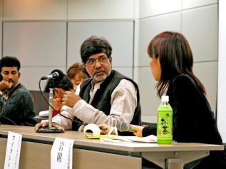 2005年、ACEのNPO法人化記念シンポジウムに登壇するカイラシュ・サティヤルティさん