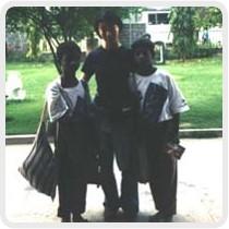 話をきいた後に撮った写真。私の左側がサディス・クマル君